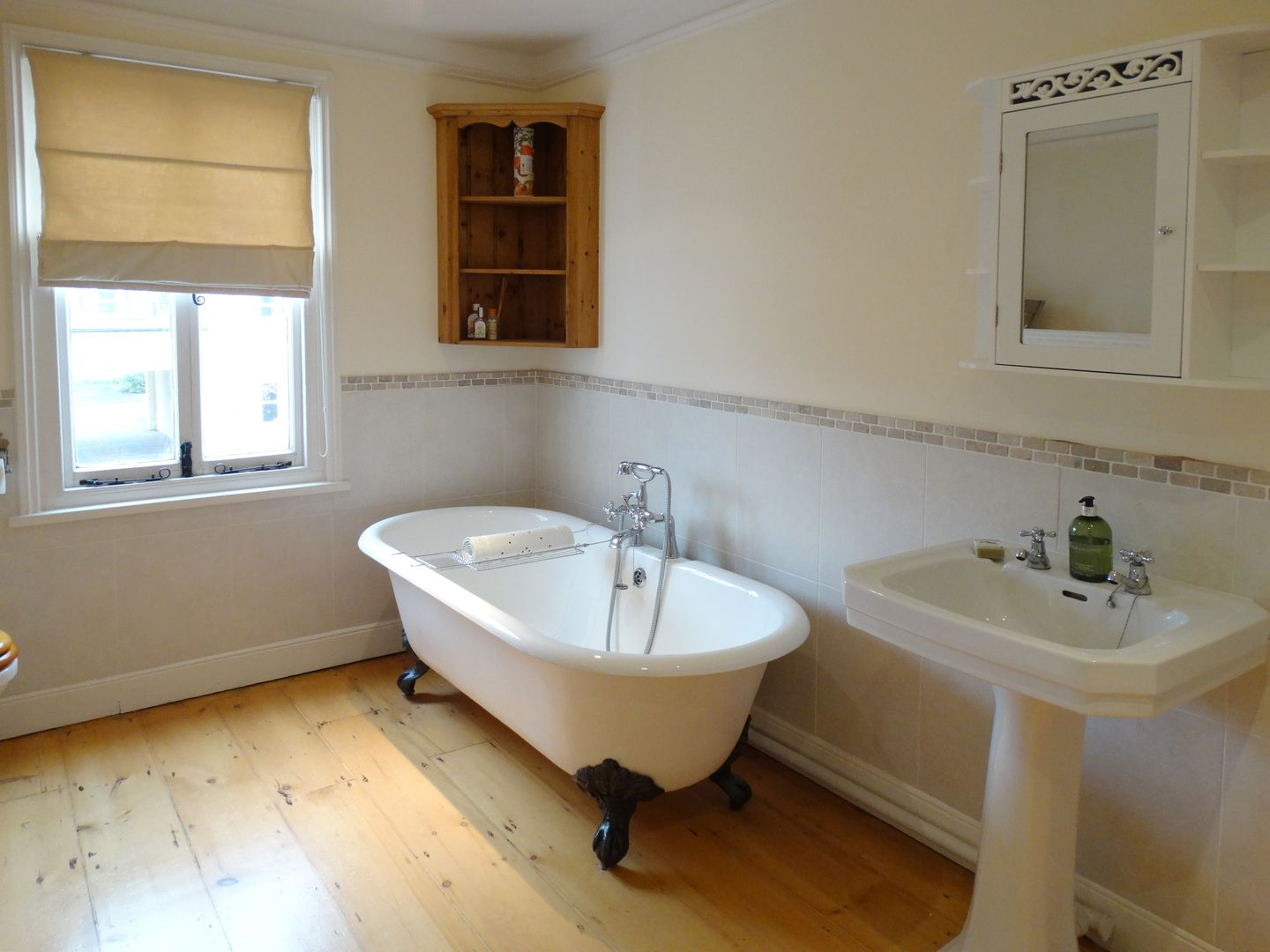 24 Victoria Road Topsham Family Bathroom
