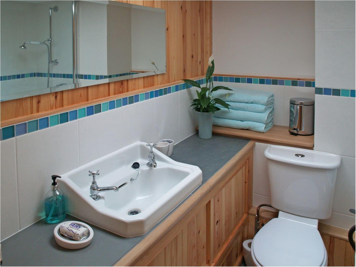 2 Halvosso Cottages Penryn Sink And Wc