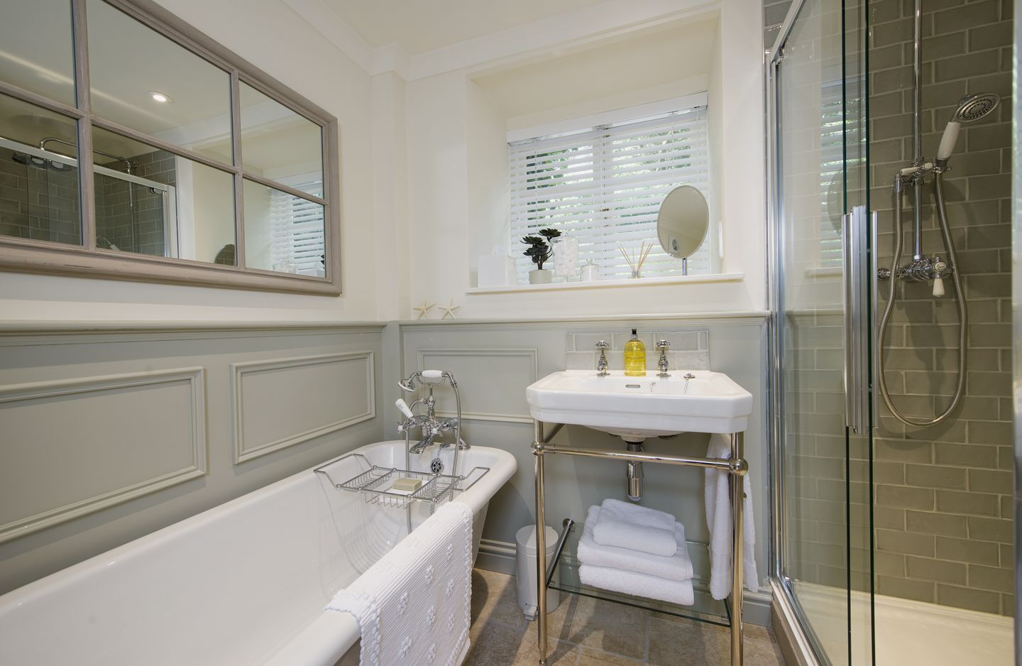 Coach House Cottage Strete Family Bathroom