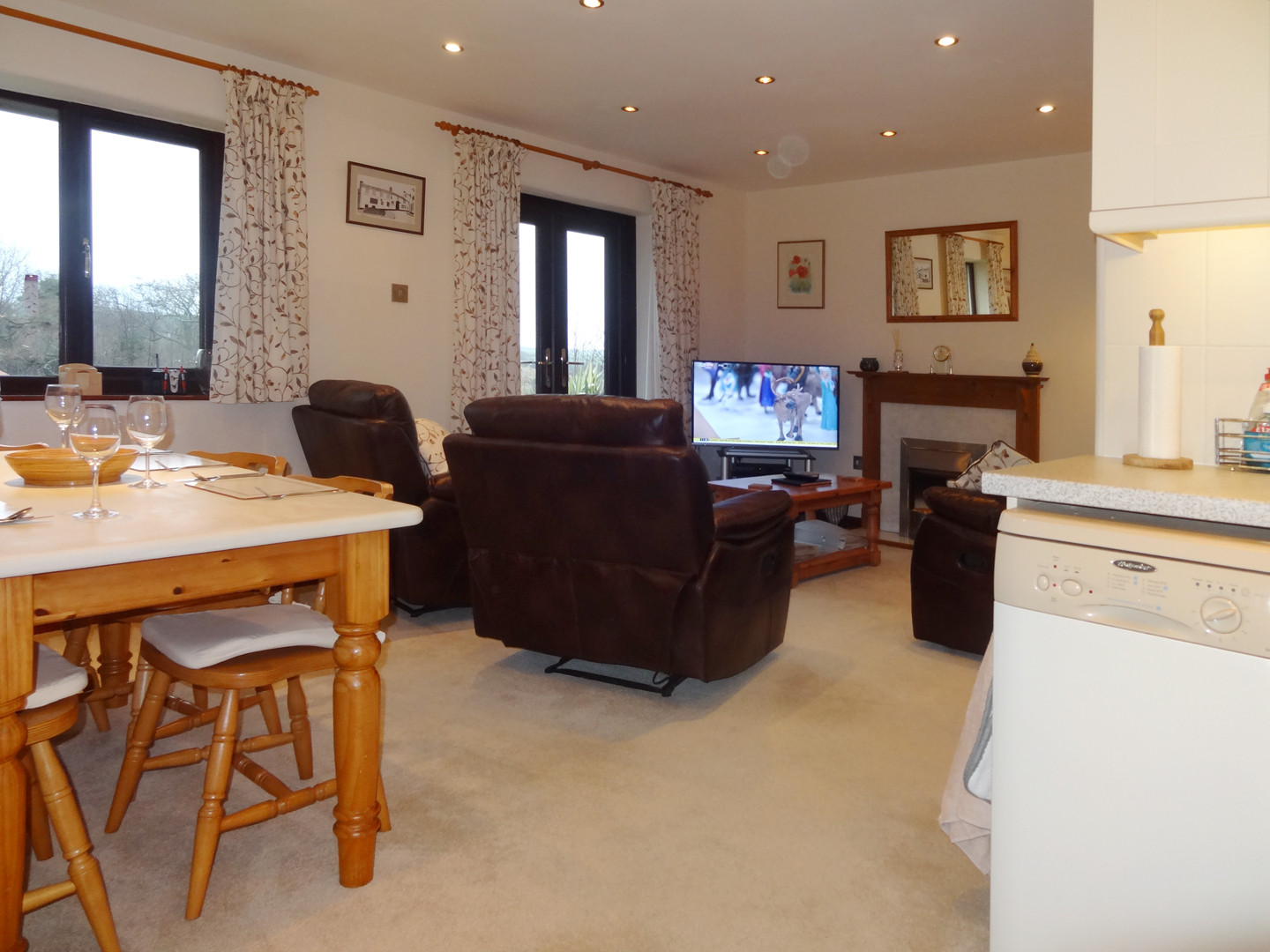 Columbine Cottage Bude Chairs To Tv