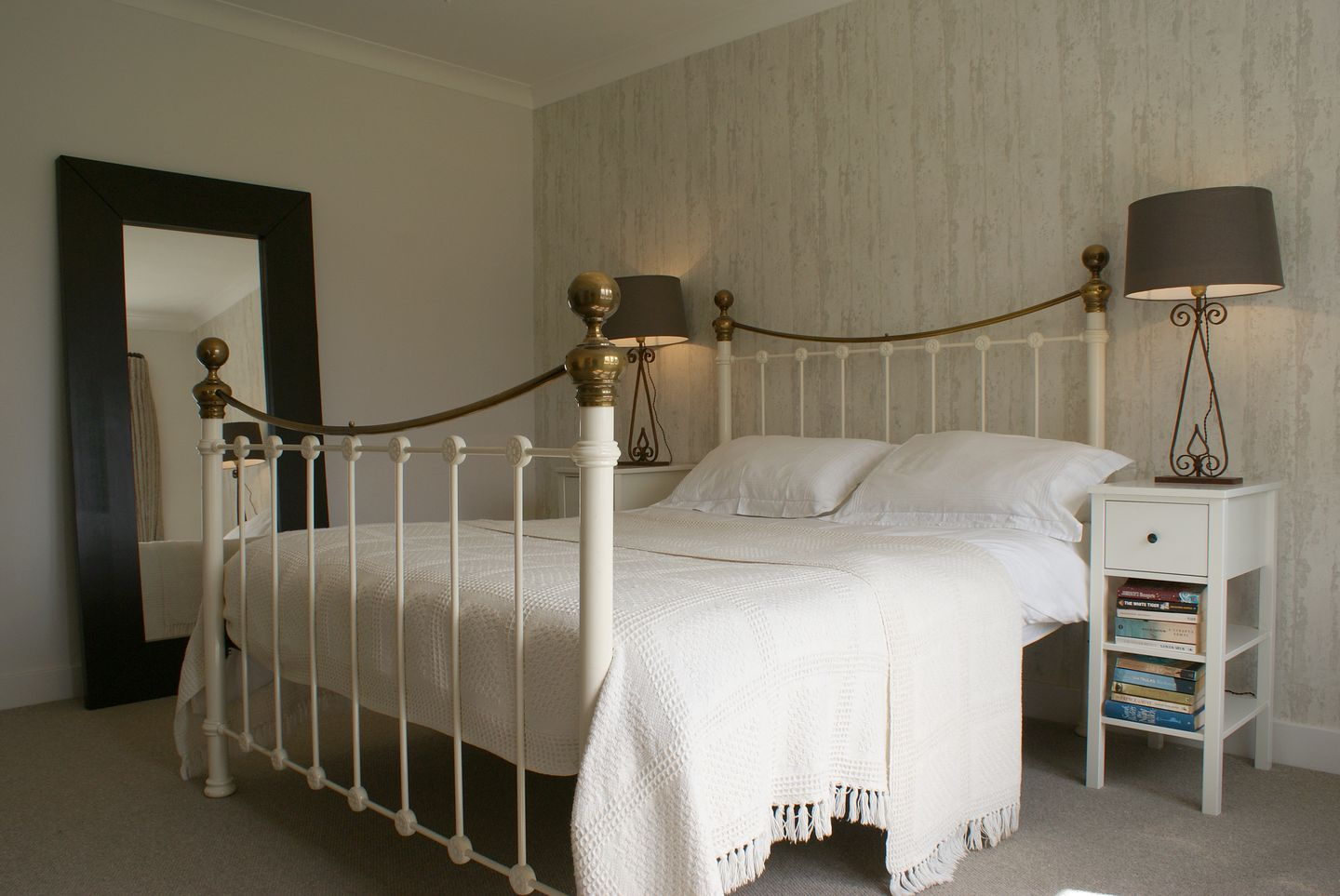Compton House Large Double Bed