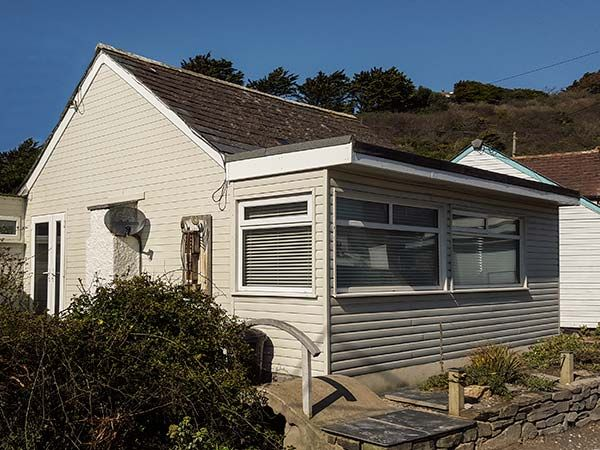 Holiday Cottage Reviews for Driftwood - Holiday Cottage in Polzeath, Cornwall inc Scilly