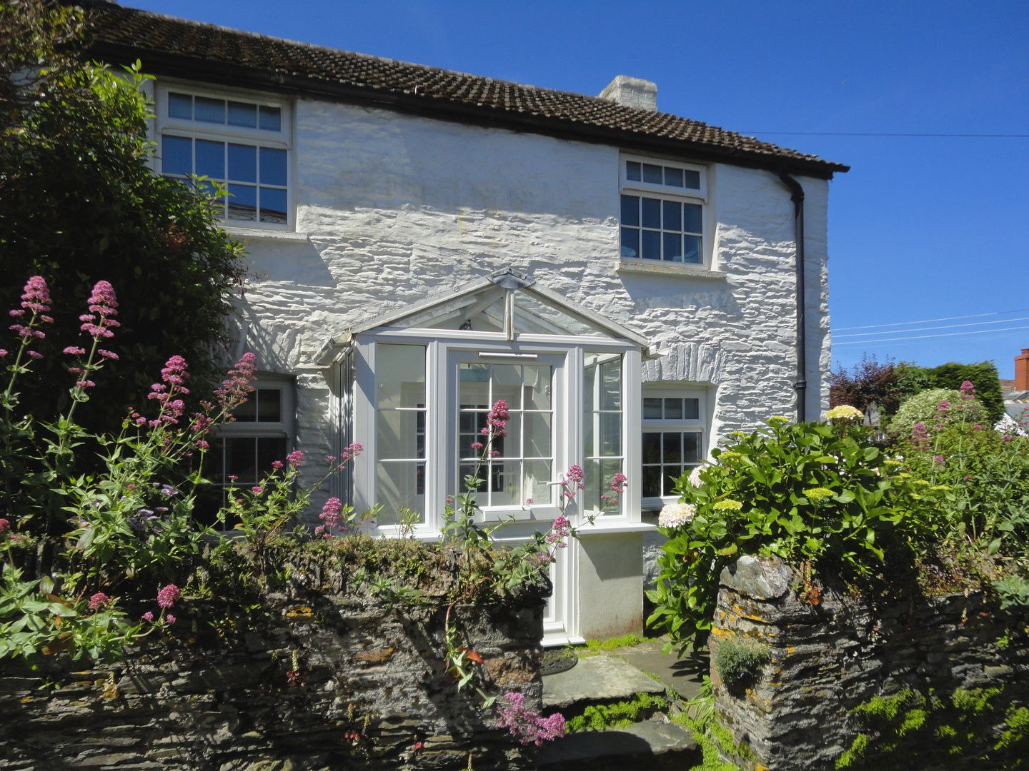 Holiday Cottage Reviews for Fuchsia Cottage - Holiday Cottage in Boscastle, Cornwall inc Scilly