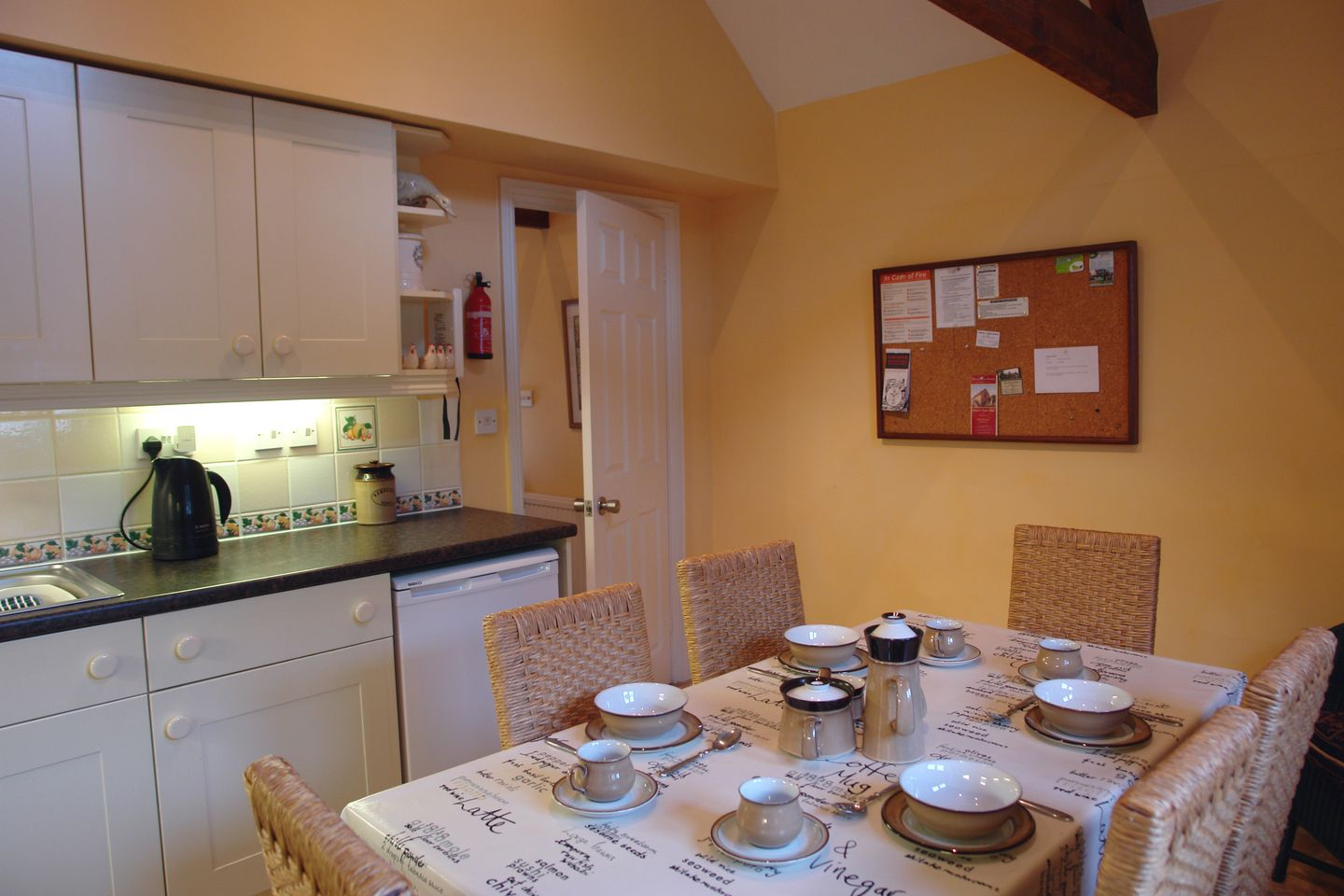 Gardeners Cottage South Zeal Dining Area