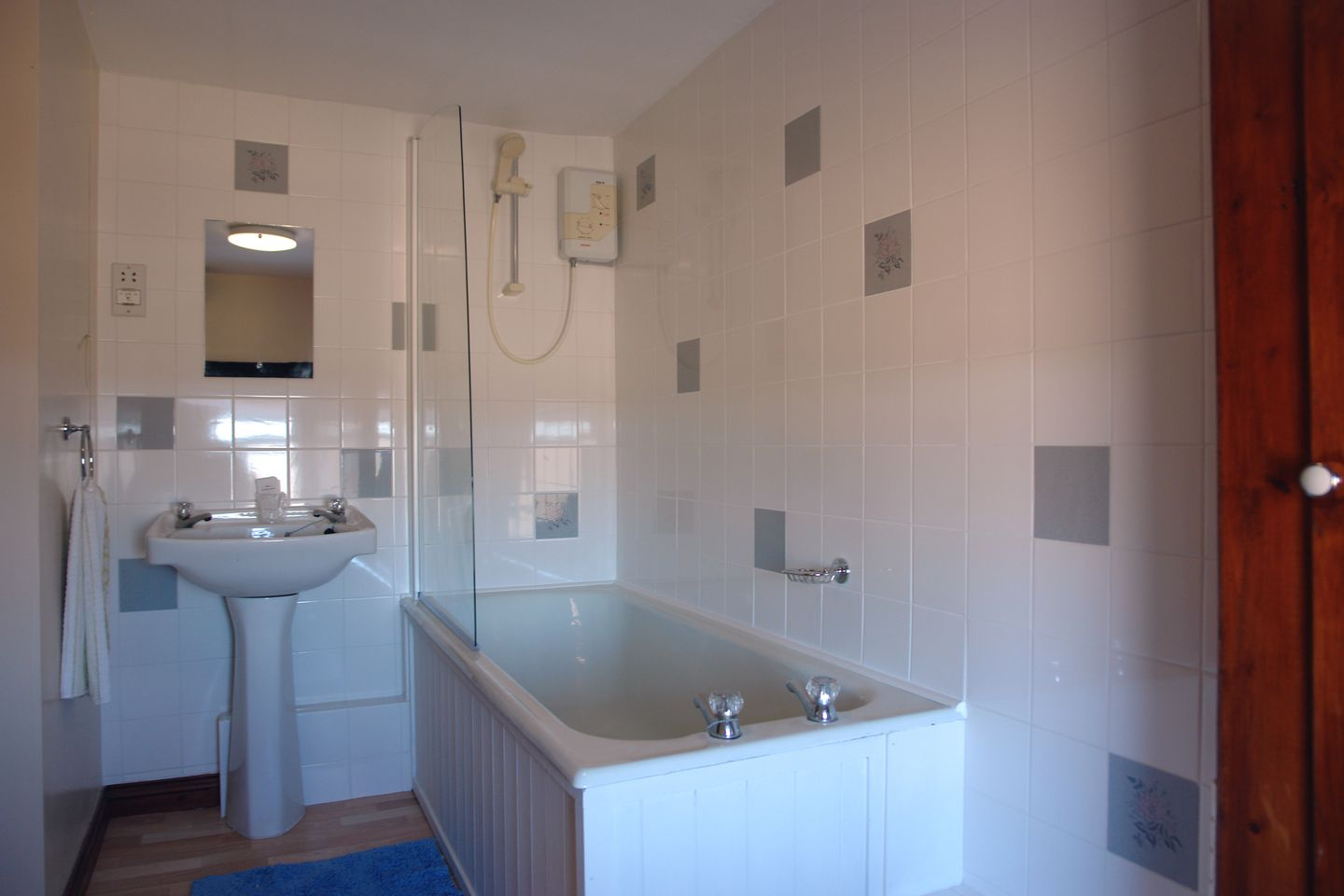 Higher Lanherne Farm Mawgan Porth Bathroom