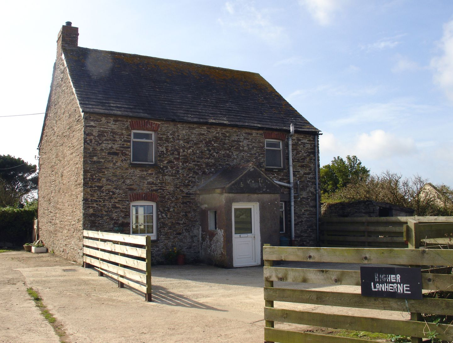 Holiday Cottage Reviews for Higher Lanherne Farm - Self Catering in Mawgan Porth, Cornwall inc Scilly