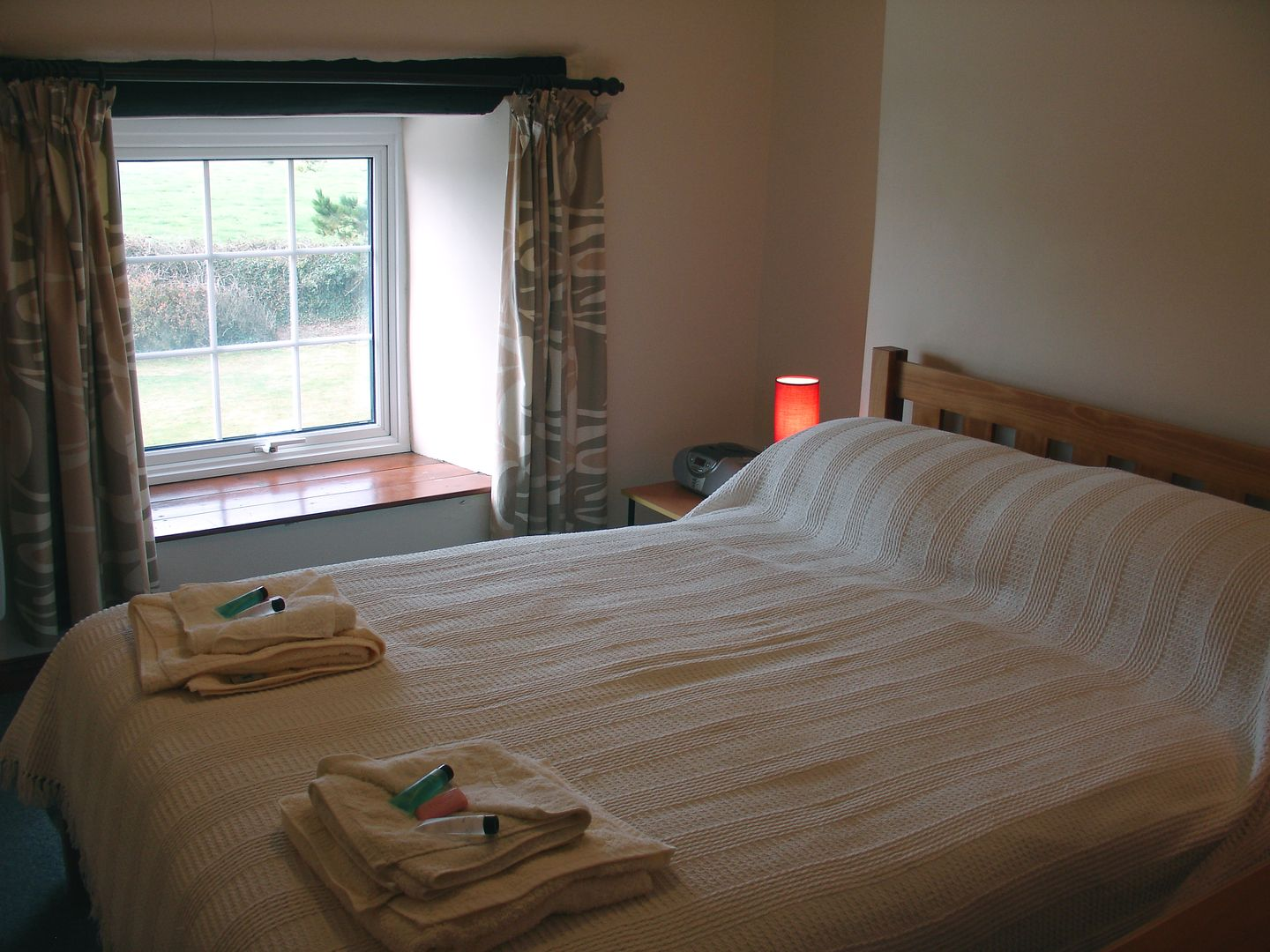 Higher Lanherne Farm Mawgan Porth Double Bed