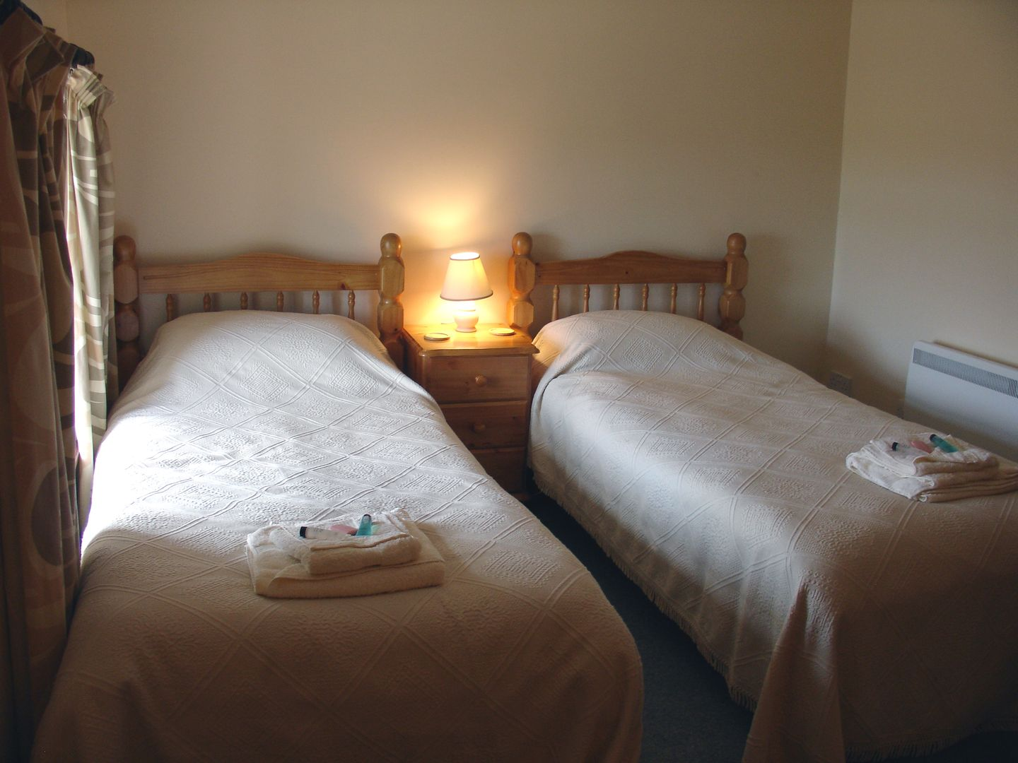 Higher Lanherne Farm Mawgan Porth Double Bedroom