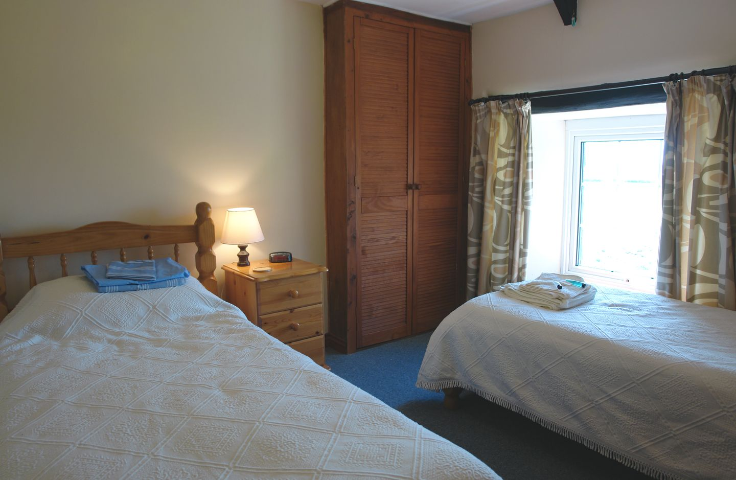Higher Lanherne Farm Mawgan Porth Twin Bedroom