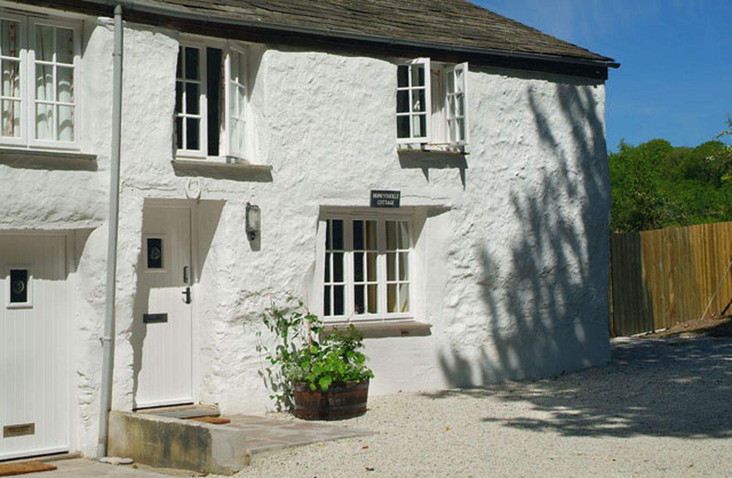 Holiday Cottage Reviews for Honeysuckle Cottage - Holiday Cottage in St Tudy, Cornwall inc Scilly