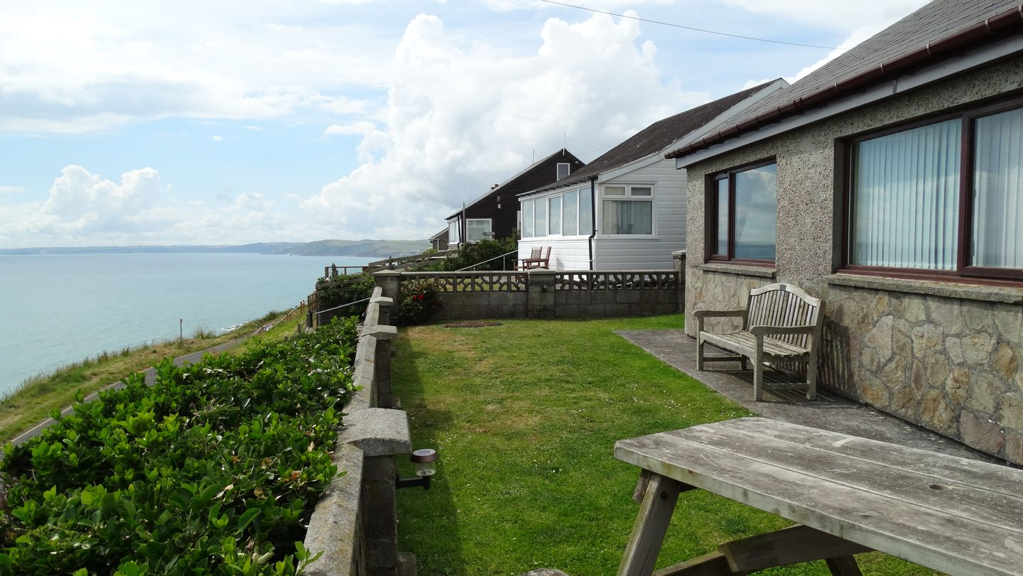 Holiday Cottage Reviews for Kingswood - Holiday Cottage in Whitsand Bay, Cornwall inc Scilly