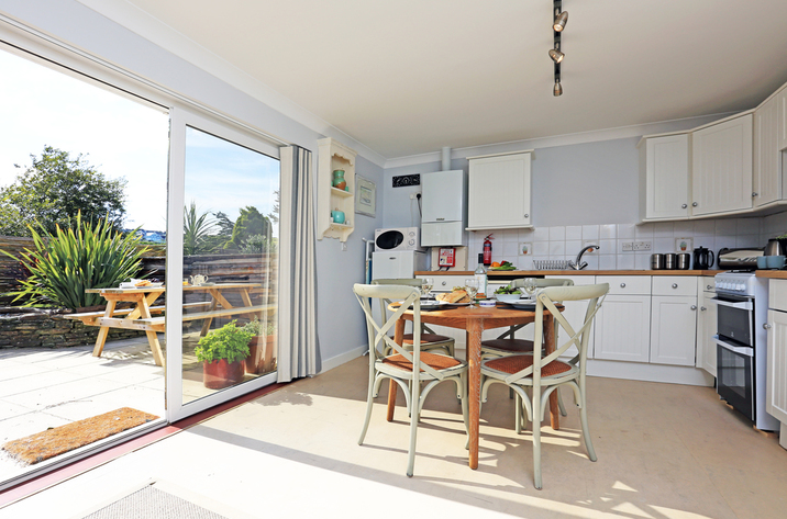 Holiday Cottage Reviews for Kosel - Holiday Cottage in Mawgan Porth, Cornwall inc Scilly