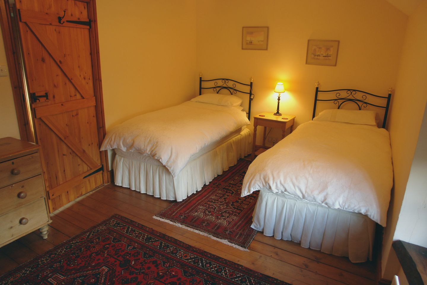 Lower Venton Chagford Twin Bedroom