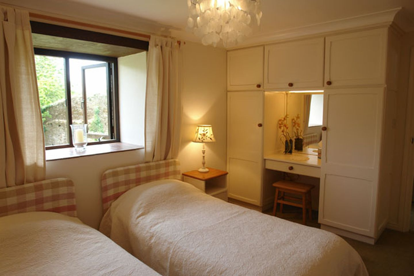 Lupin Holiday Cottage Sherford Twin Bedroom