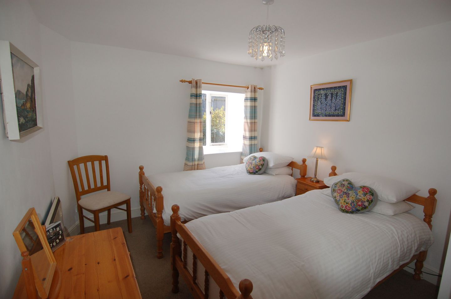 Mallards Holiday Cottage Newton Ferrers Twin Bedroom