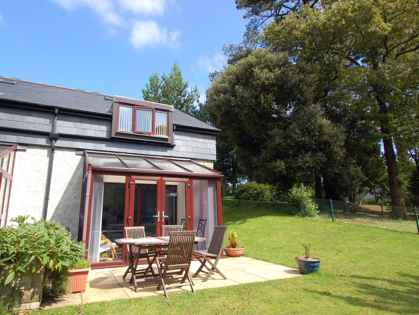 Holiday Cottage Reviews for Mewstone - Holiday Cottage in Maenporth, Cornwall inc Scilly