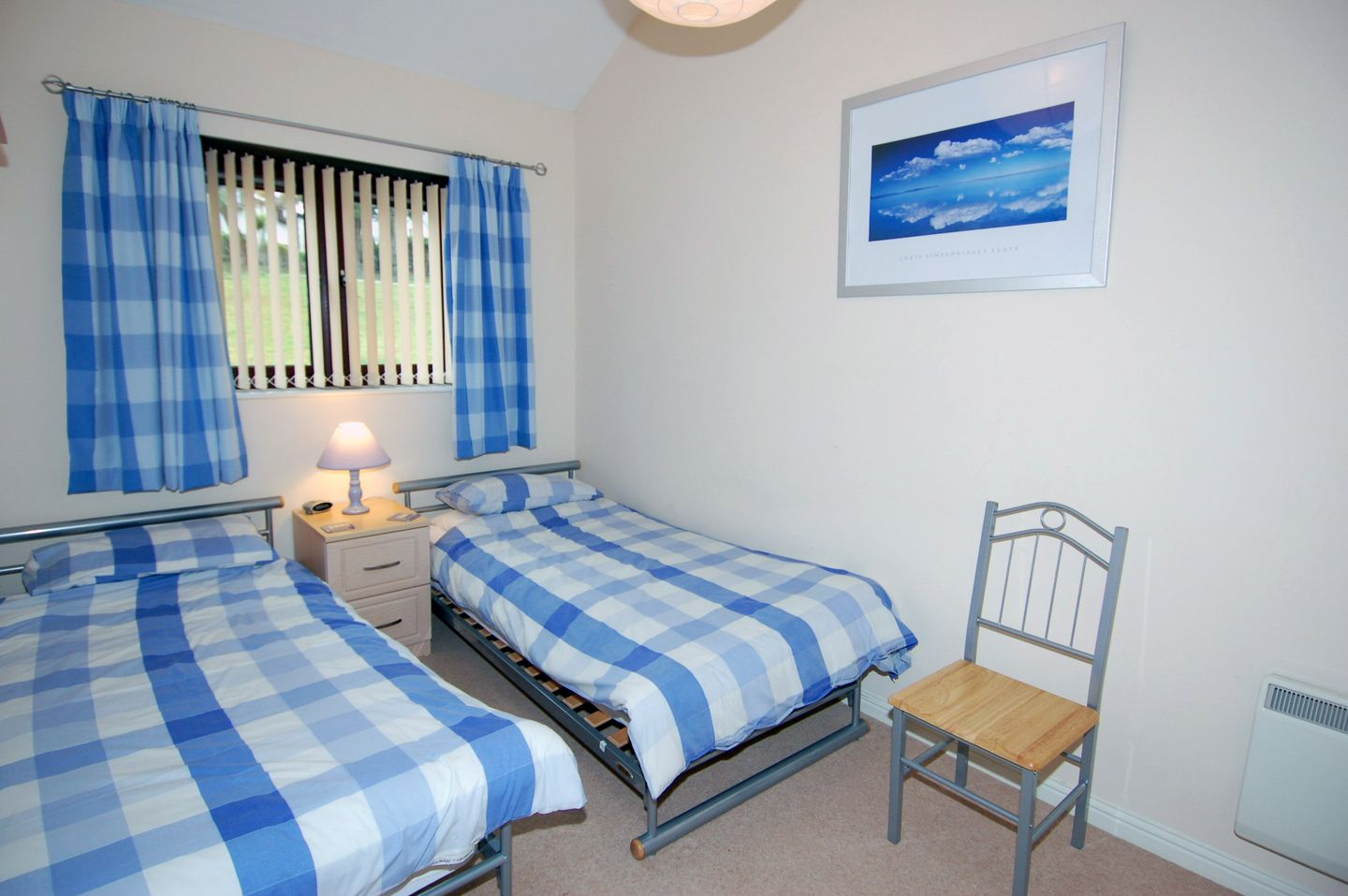 Mewstone Holiday Cottage Maenporth Twin Bedroom