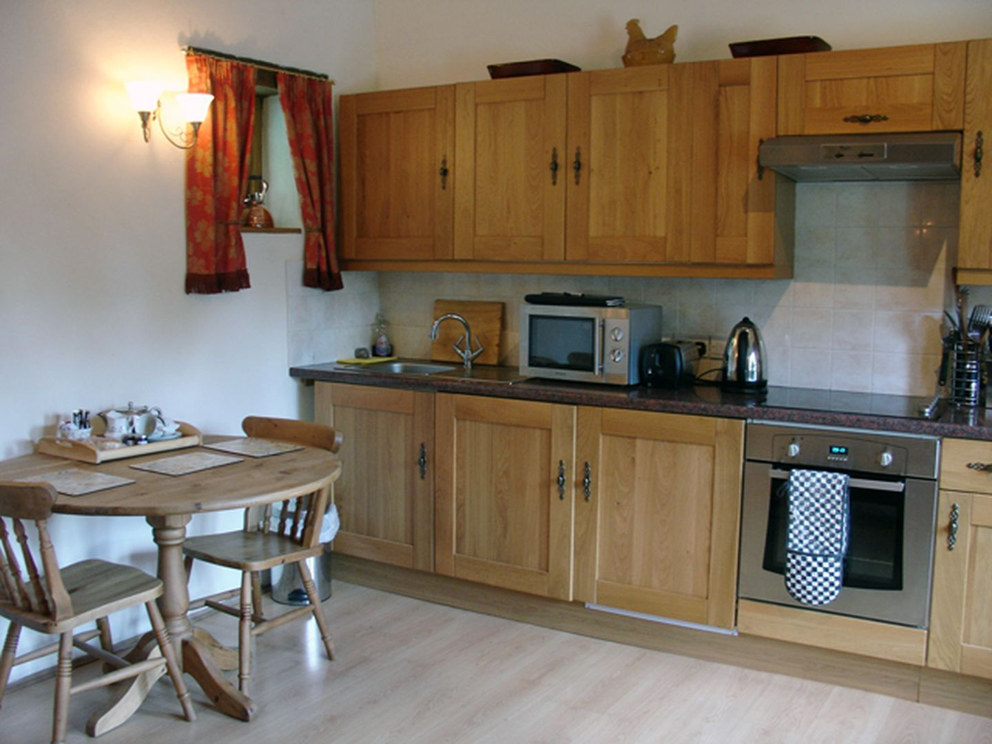Miners Dry Holiday Cottage Gulworthy Kitchen