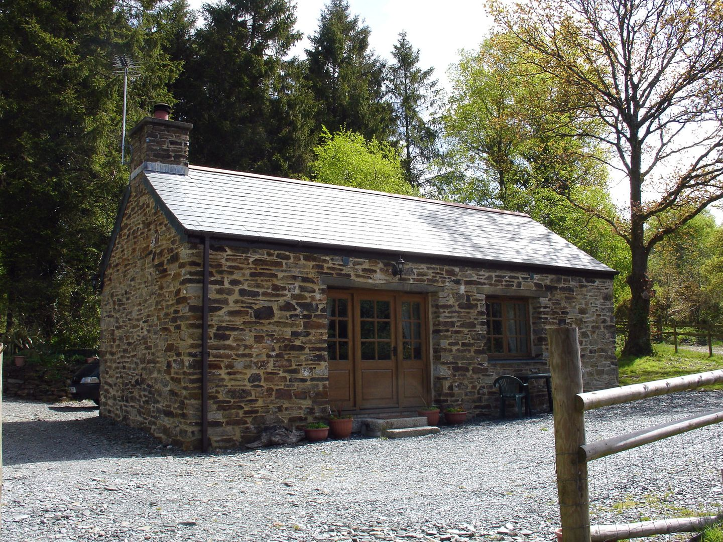 Miners Dry Holiday Cottage Gulworthy Outside