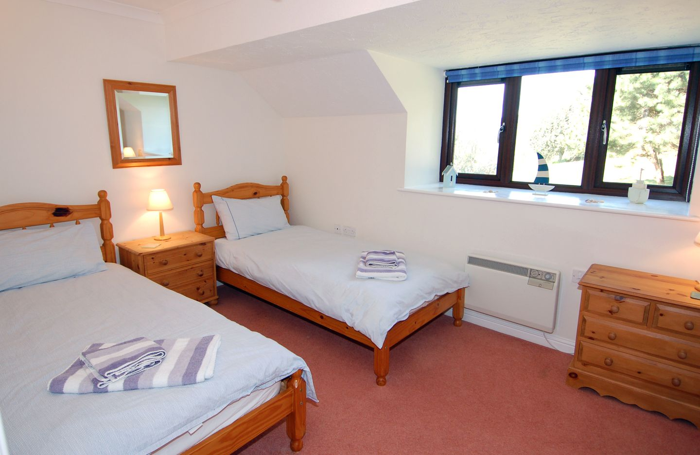 Pine Cottage Maenporth Twin Bedrooms