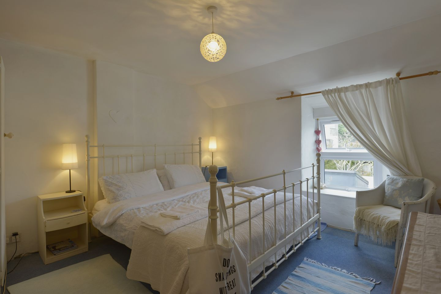 Prospect Cottage Porthleven Double Bedroom