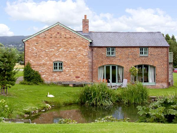 Holiday Cottage Reviews for The Coach House - Holiday Cottage in Bodfari, Denbighshire