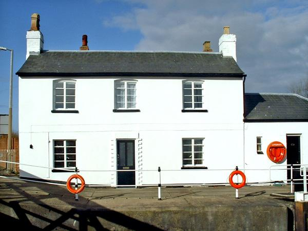 Holiday Cottage Reviews for The Lock House - Holiday Cottage in Gloucester, Gloucestershire