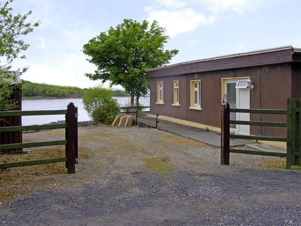 Holiday Cottage Reviews for Lakeshore Lodge - Holiday Cottage in Ballinrobe, Galway