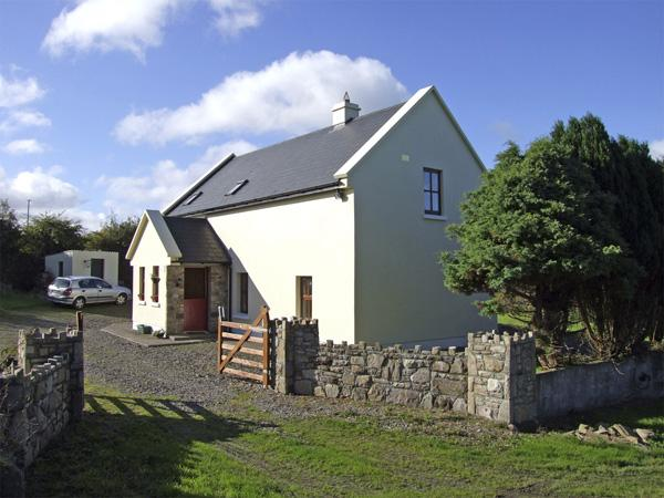 Holiday Cottage Reviews for Johnnie's Cottage - Cottage Holiday in Scarriff, Clare