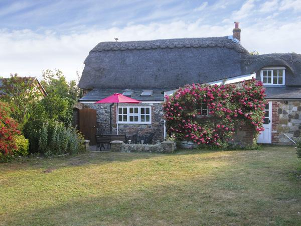 Holiday Cottage Reviews for Little Thatch - Holiday Cottage in Shorwell, Isle of Wight
