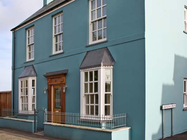 Holiday Cottage Reviews for Crown Cottage - Cottage Holiday in Tenby, Pembrokeshire