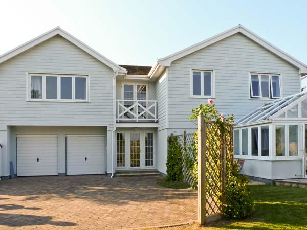 Holiday Cottage Reviews for Chartfield - Self Catering Property in Yarmouth, Isle of Wight