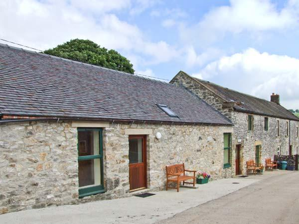 Holiday Cottage Reviews for Dover Barn - Cottage Holiday in Parwich, Derbyshire