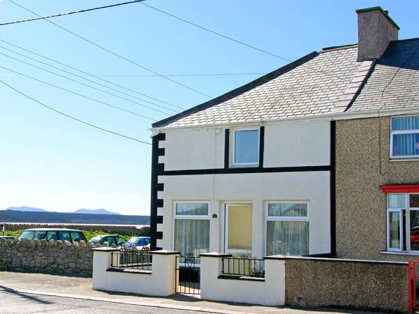Holiday Cottage Reviews for Malltraeth Cottage - Self Catering Property in Malltraeth, Isle of Anglesey