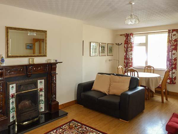 Holiday Cottage Reviews for 4 McNeela Terrace - Self Catering Property in Westport, Mayo