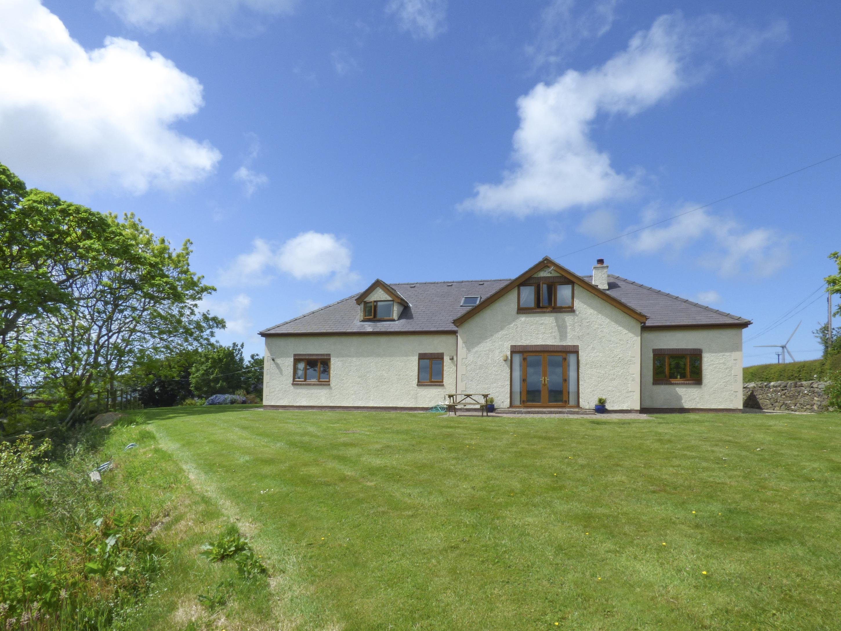 Holiday Cottage Reviews for Erddig Bach - Cottage Holiday in Llanbedrog, Gwynedd