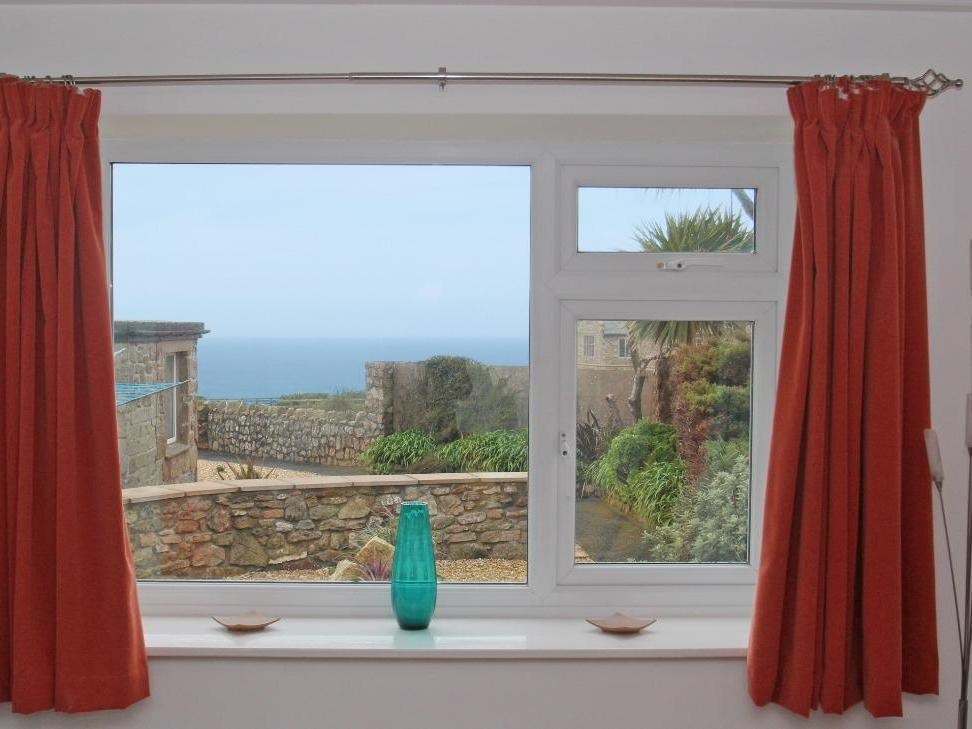Holiday Cottage Reviews for Ocean View - Holiday Cottage in St Just, Cornwall inc Scilly