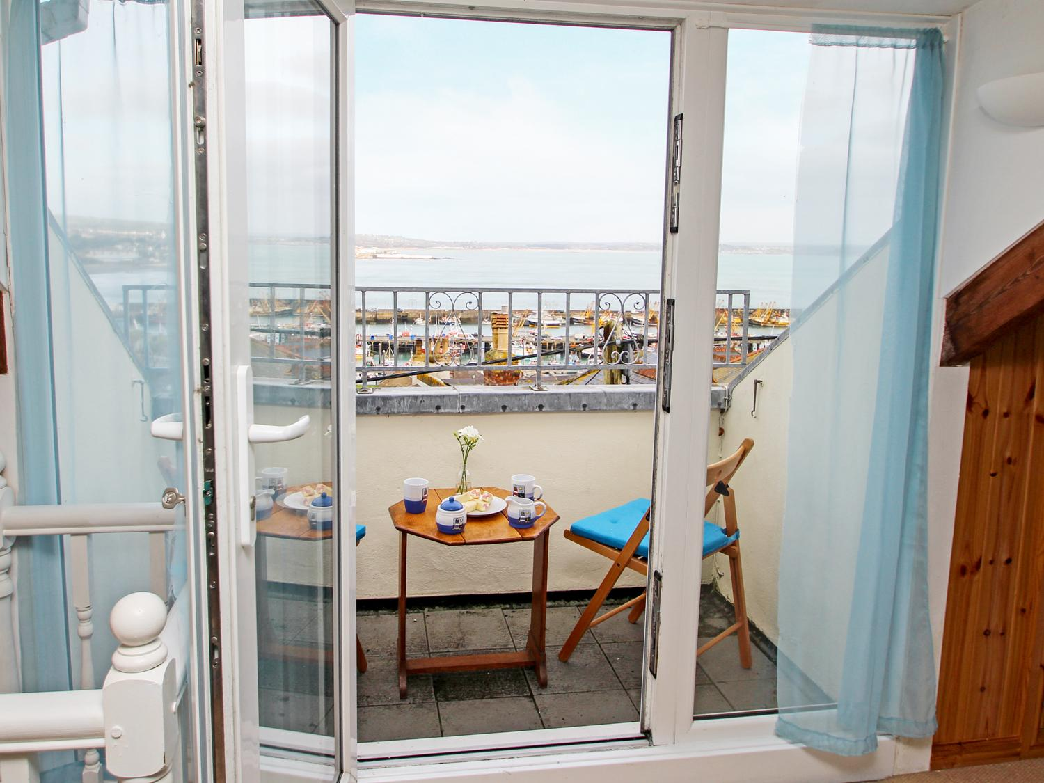 Holiday Cottage Reviews for Kittiwake - Holiday Cottage in Newlyn, Cornwall inc Scilly