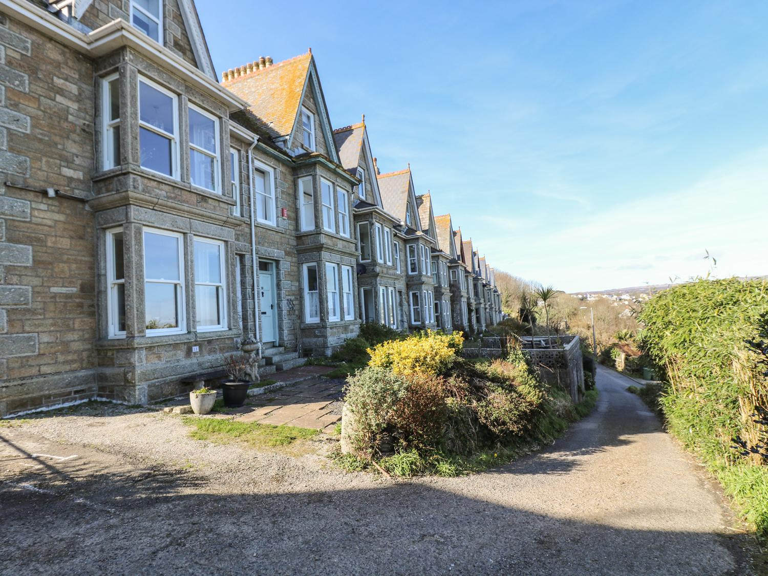 Holiday Cottage Reviews for Sea Shimmer - Holiday Cottage in Newlyn, Cornwall inc Scilly