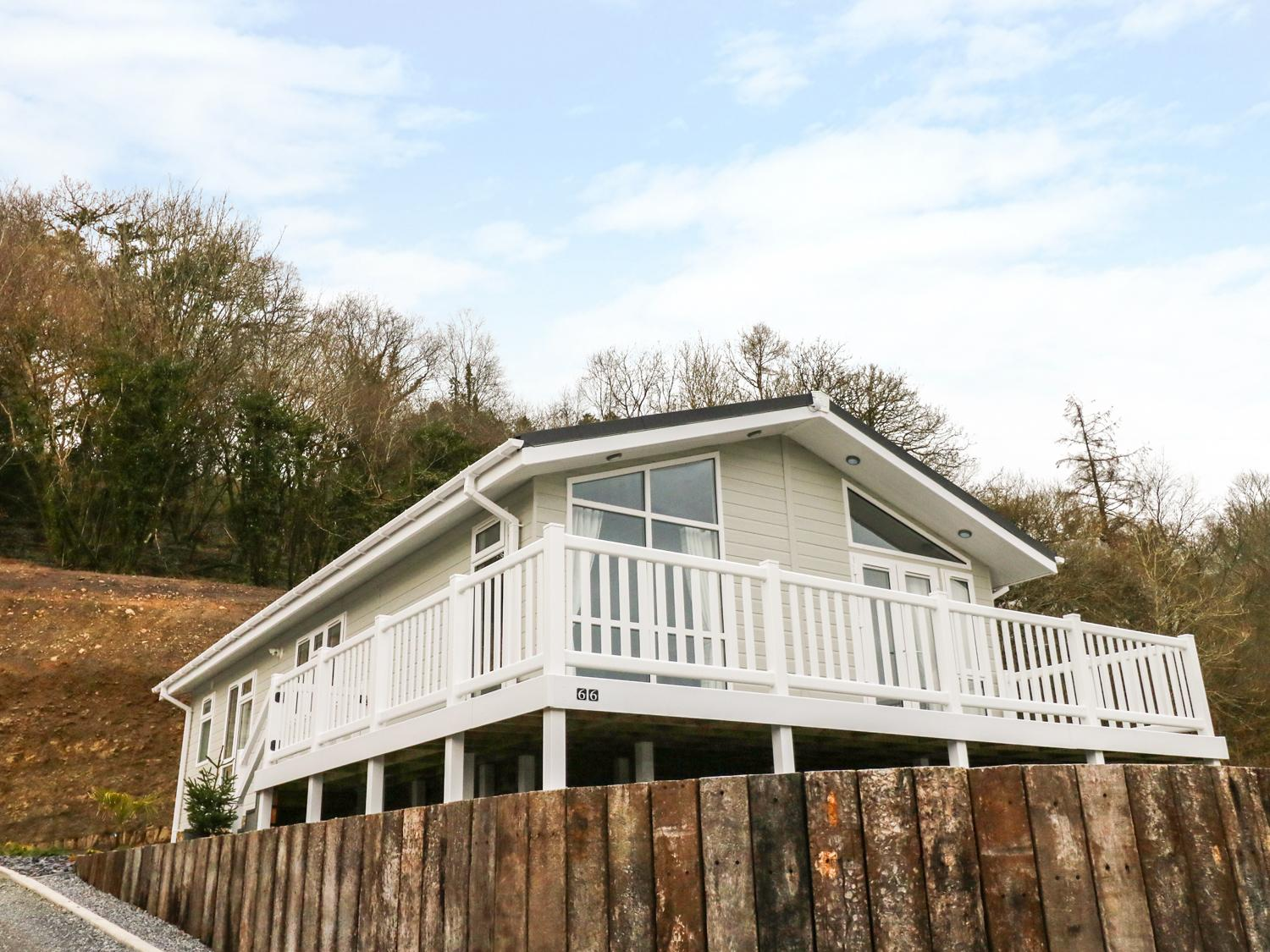 Holiday Cottage Reviews for Lodge 66 - Holiday Cottage in Amroth, Pembrokeshire