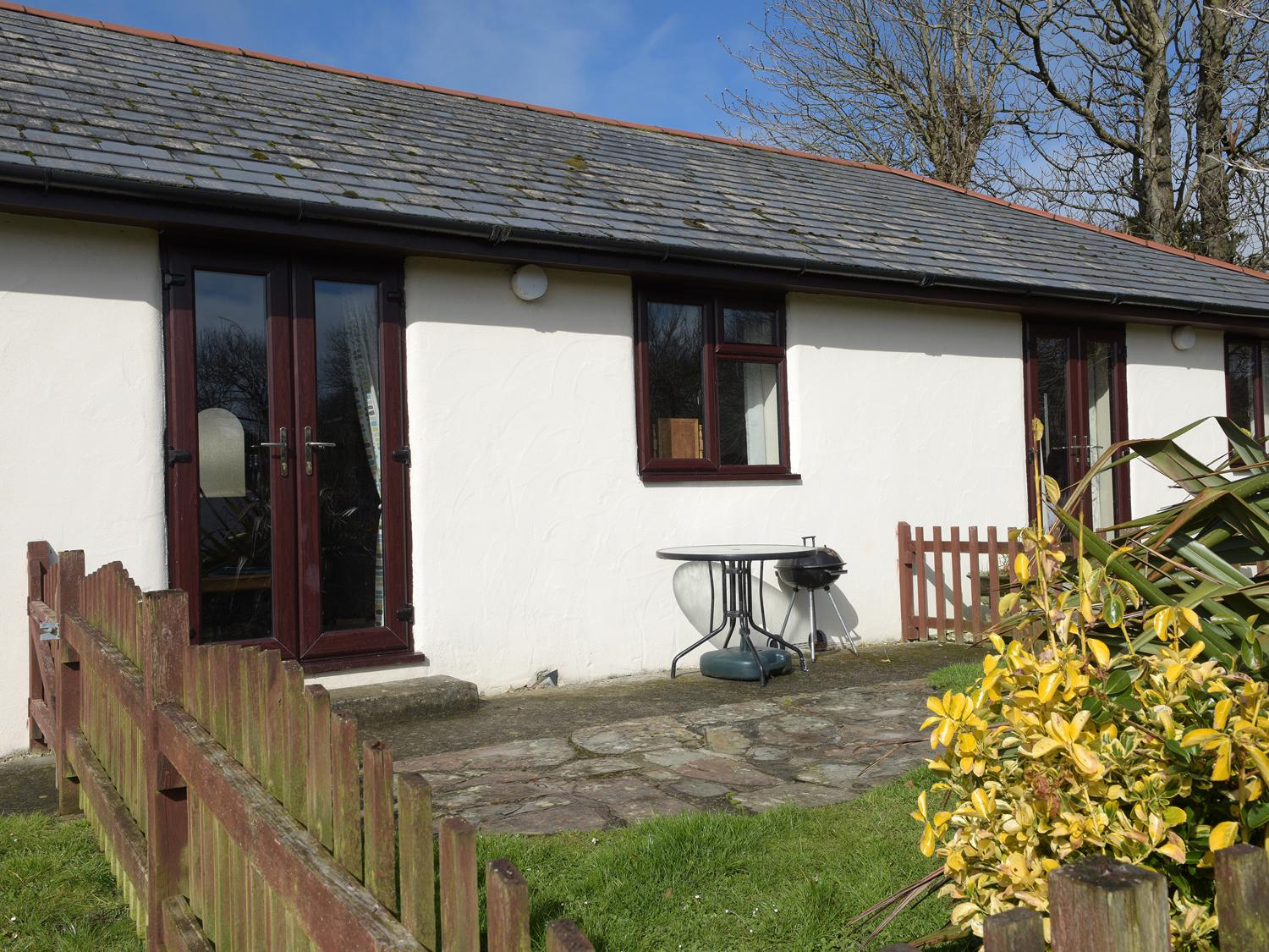 Holiday Cottage Reviews for Honeysuckle Cottage - Self Catering Property in Bude, Cornwall inc Scilly