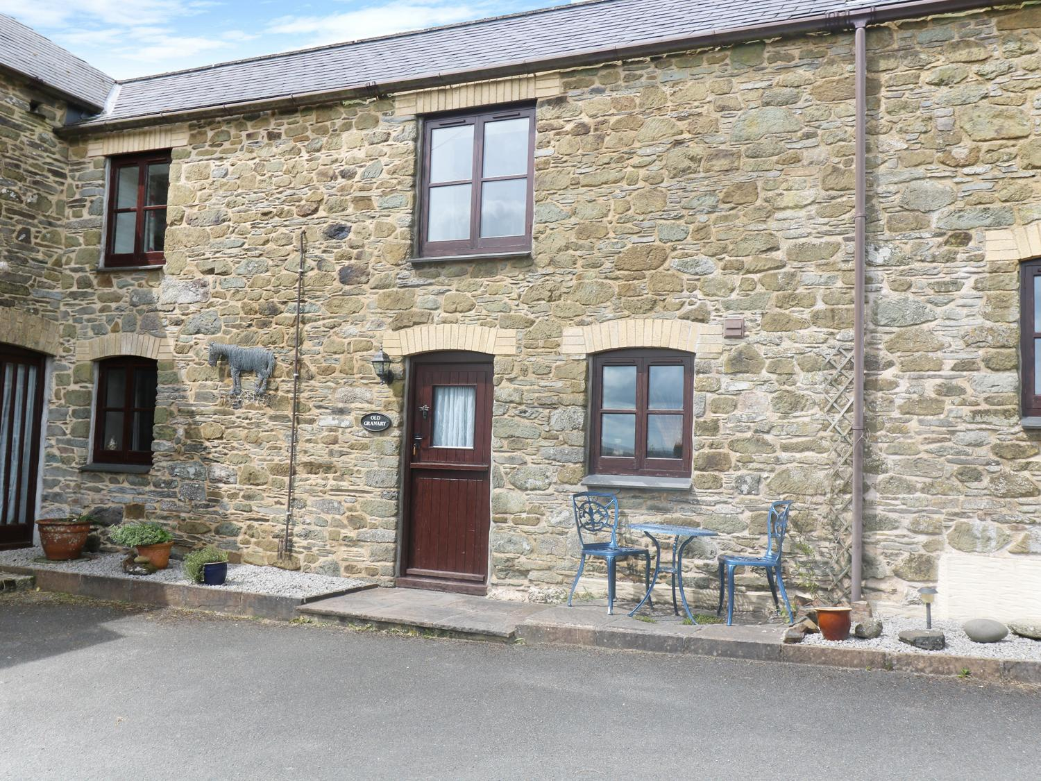 Holiday Cottage Reviews for The Old Granary - Cottage Holiday in Polyphant, Cornwall inc Scilly