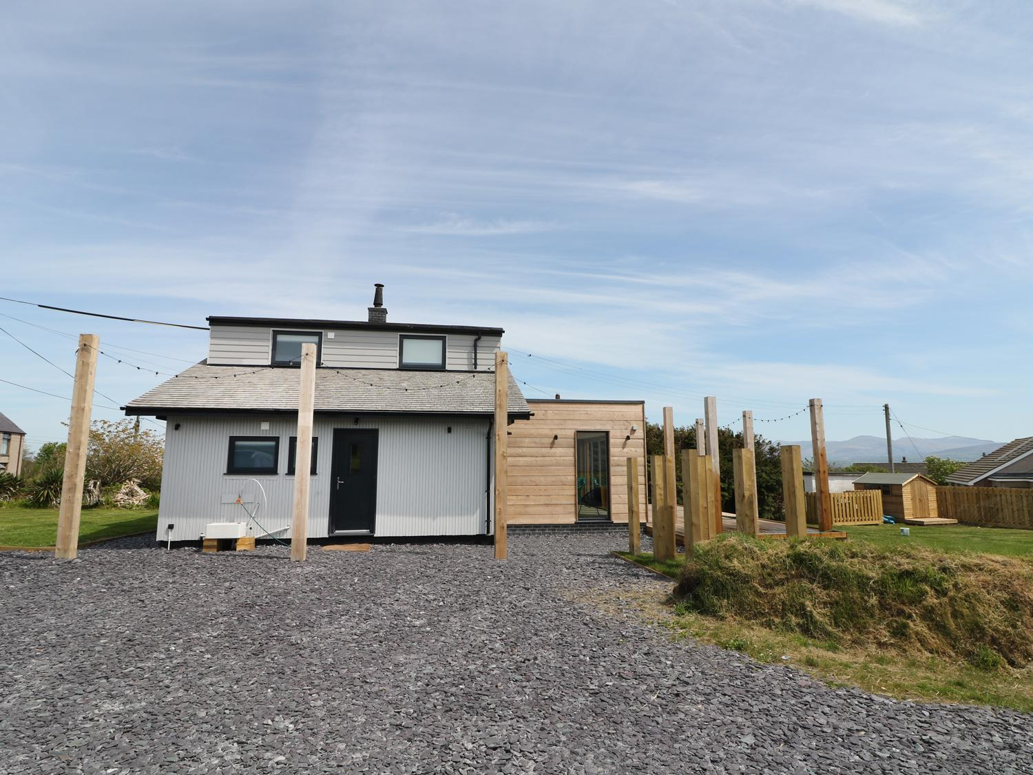 Holiday Cottage Reviews for Forest Lodge - Holiday Cottage in Newborough, Isle of Anglesey