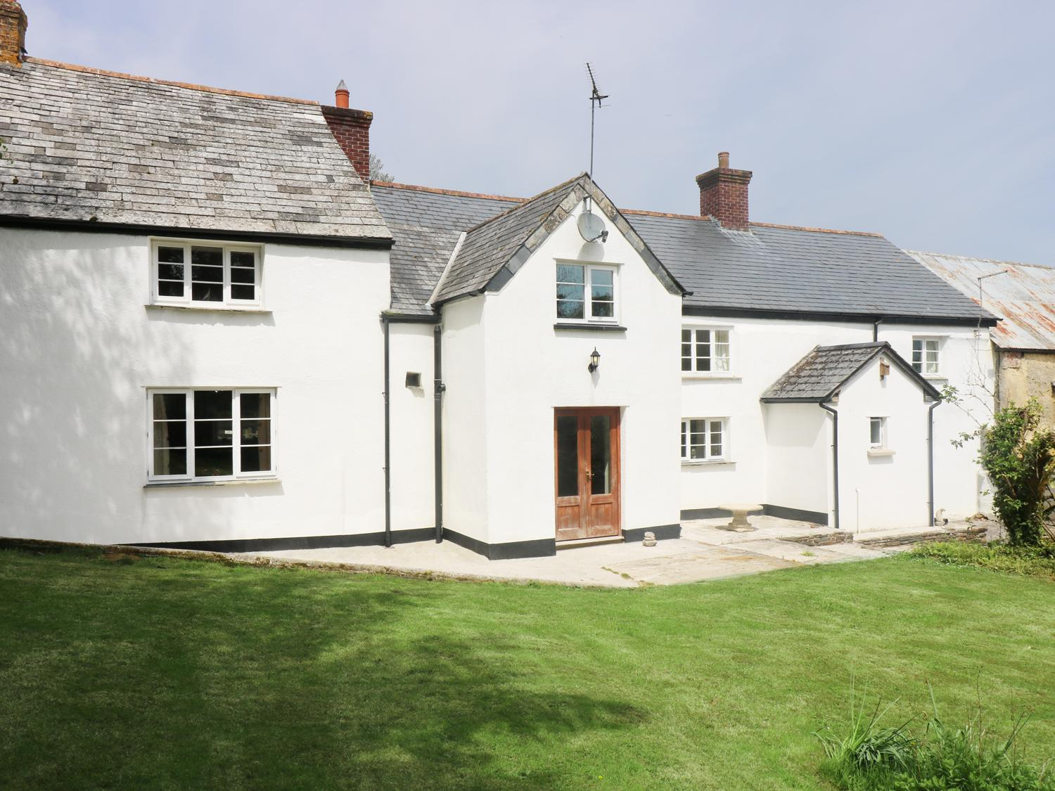 Holiday Cottage Reviews for Eastcott Farmhouse - Holiday Cottage in Whitstone, Cornwall inc Scilly
