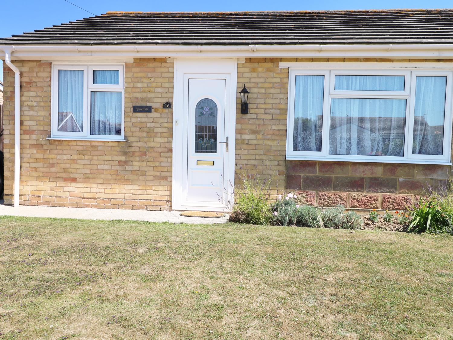 Holiday Cottage Reviews for Spindrift - Holiday Cottage in Selsey, West Sussex