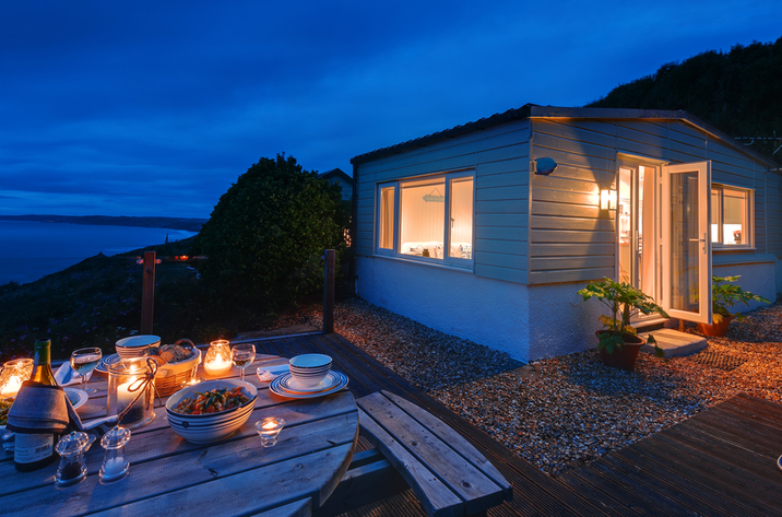 The Dell Holiday Cottage In Whitsand Bay1