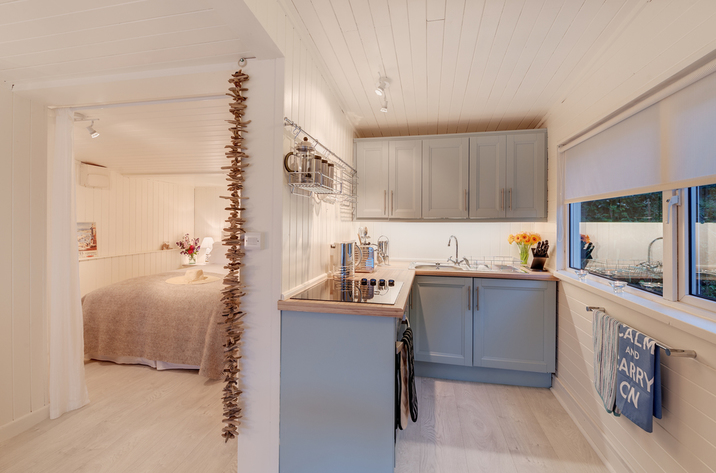 The Dell Holiday Cottage In Whitsand Bay11