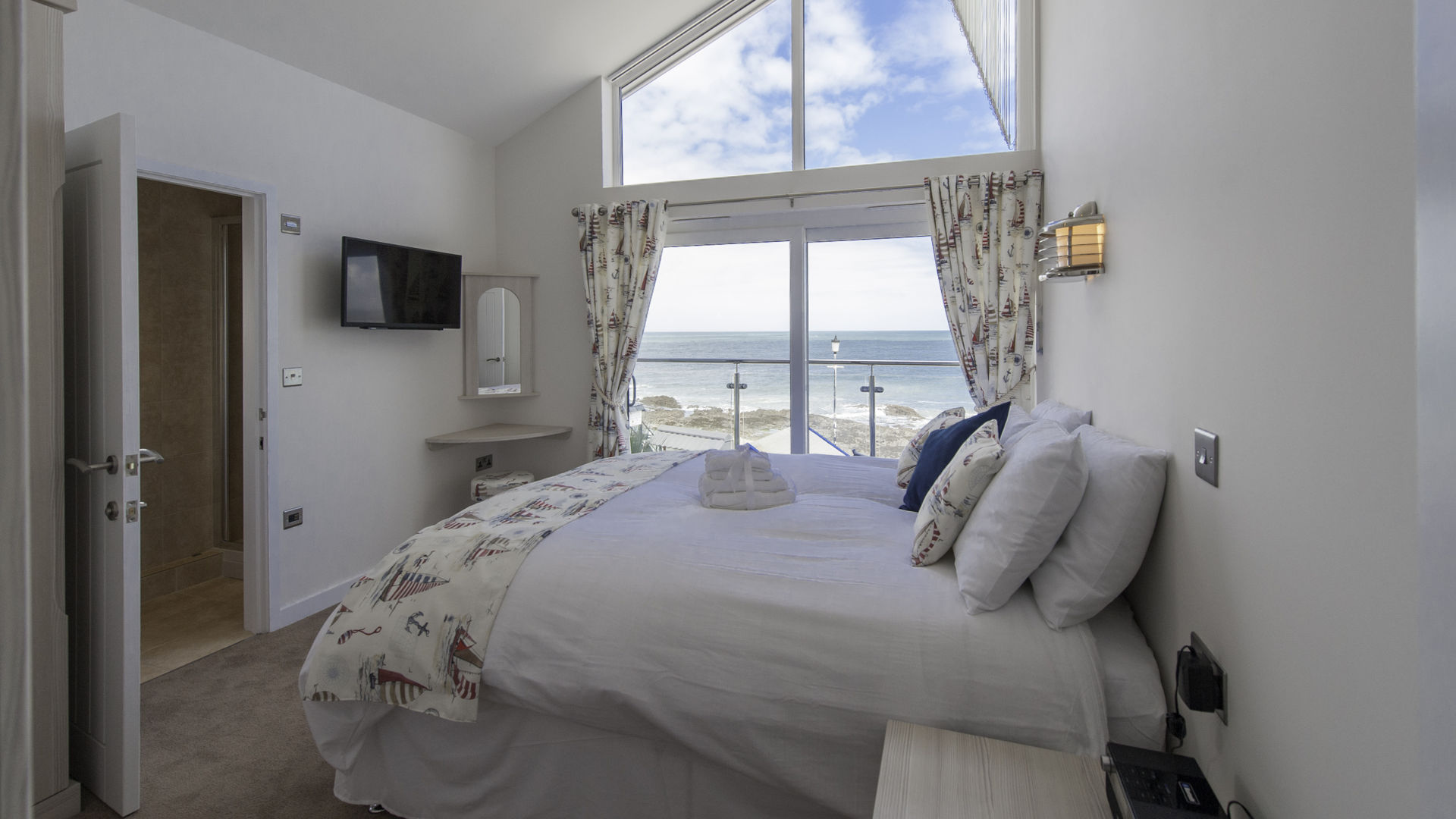 Waterfront Double Bedroom Sea View