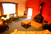 Holiday Cottage Reviews for The Courtyard  Cottage - Holiday Cottage in Llandybie, Carmarthenshire