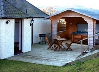 Holiday Cottage Reviews for Hot Tub Holidays - Cottage Holiday in Cupar, Fife